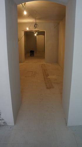 Pokládka podlahy v baru Vombatí nora - Podlahy Brno