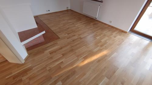 Pokládka třívrstvé dřevěné podlahy